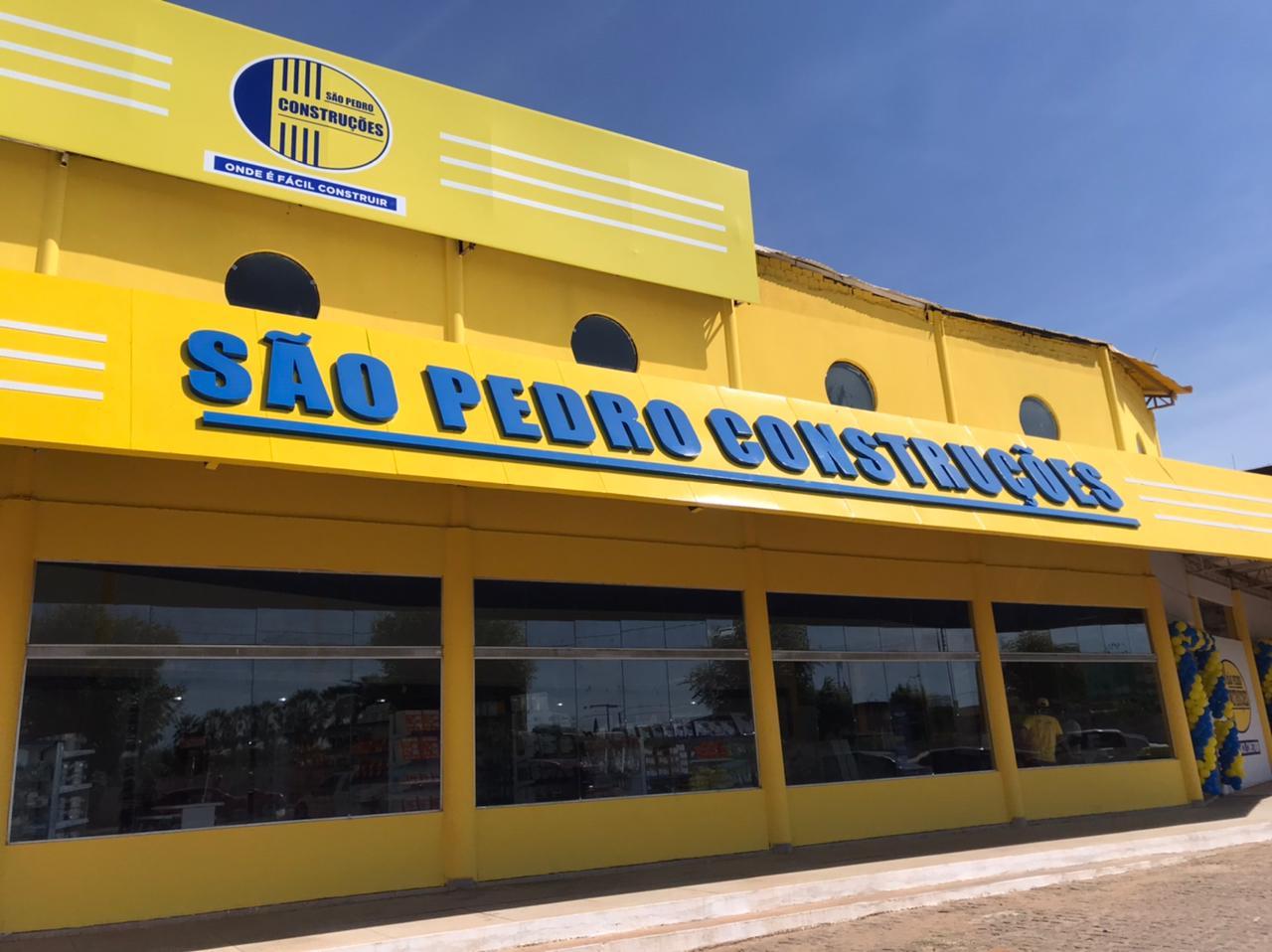 Veja as fotos da inauguração da loja São Pedro Construções