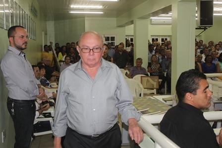 Ministro Vicente Leal lança livro em solenidade concorrida