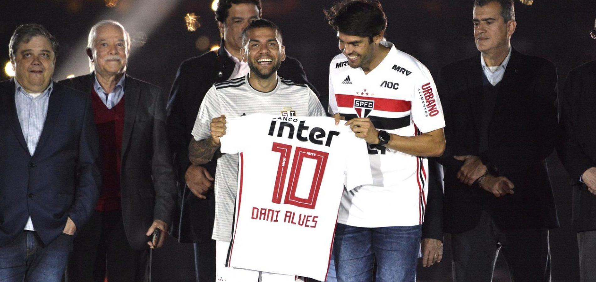 De onde vem o dinheiro? O que o São Paulo precisa para bancar Daniel Alves, Juanfran, Pato & Cia