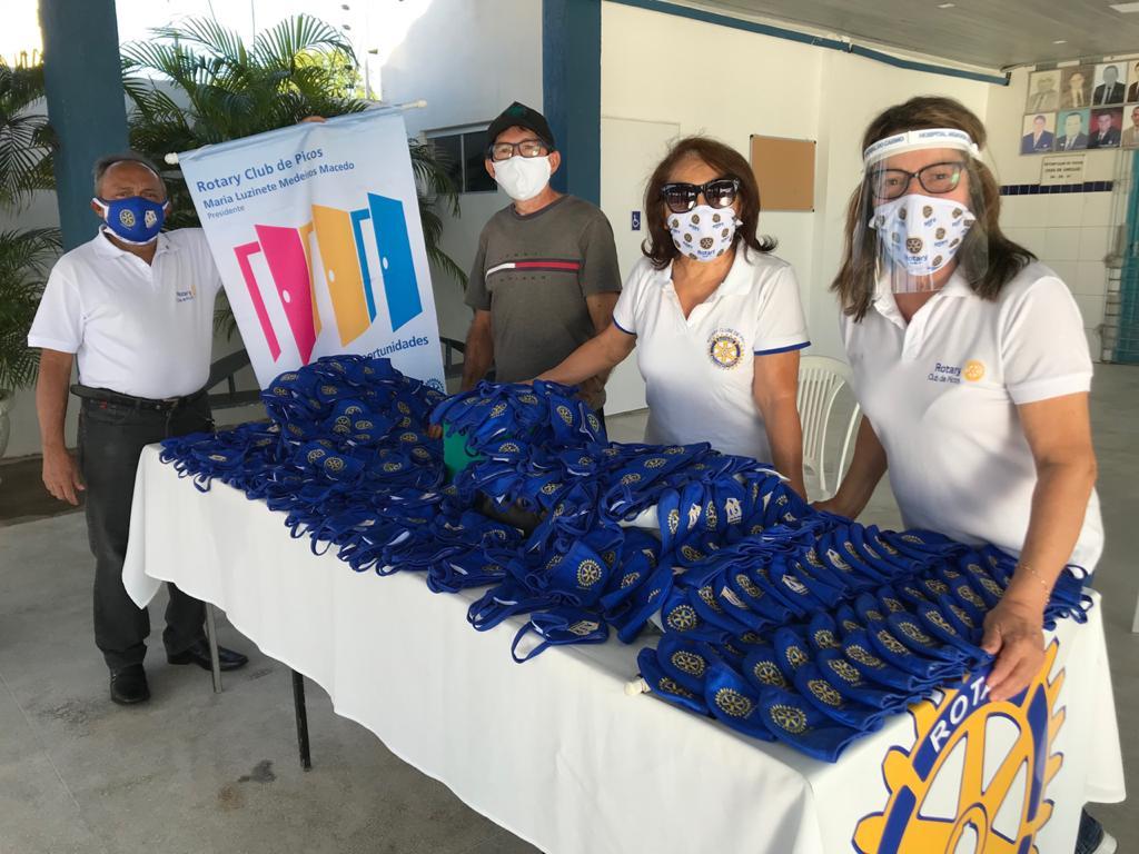 Rotary Clube de Picos distribui máscaras à comunidade
