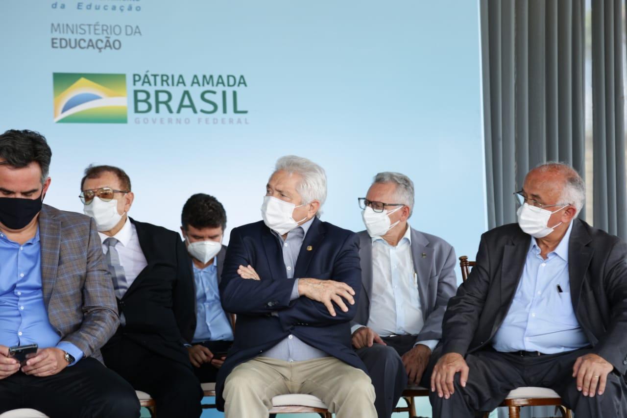 Em solenidade com o ministro Milton Ribeiro, Elmano destaca o fortalecimento da educação