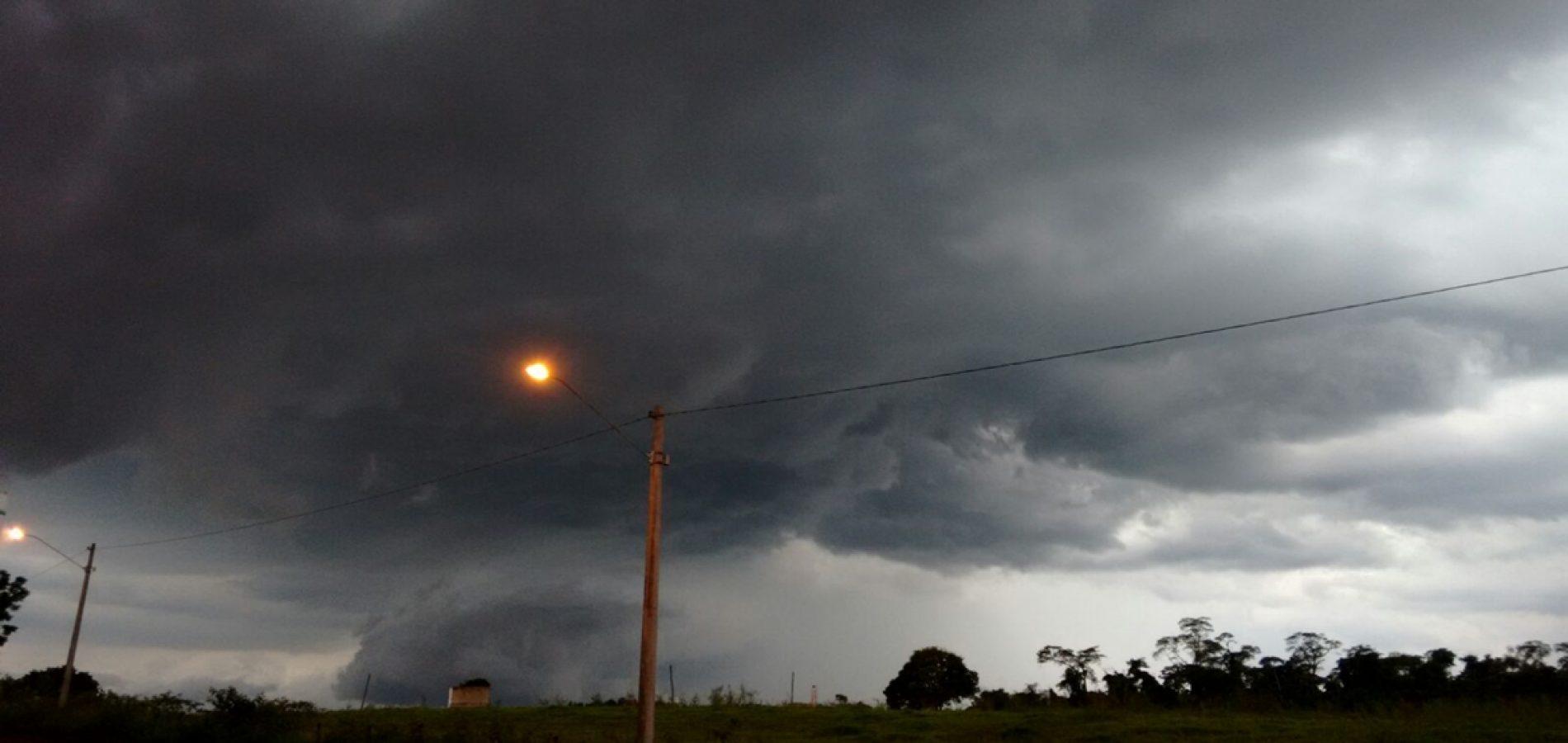 Inmet alerta para chuvas intensas e ventos de até 60 km/h em 114 cidades do Piauí