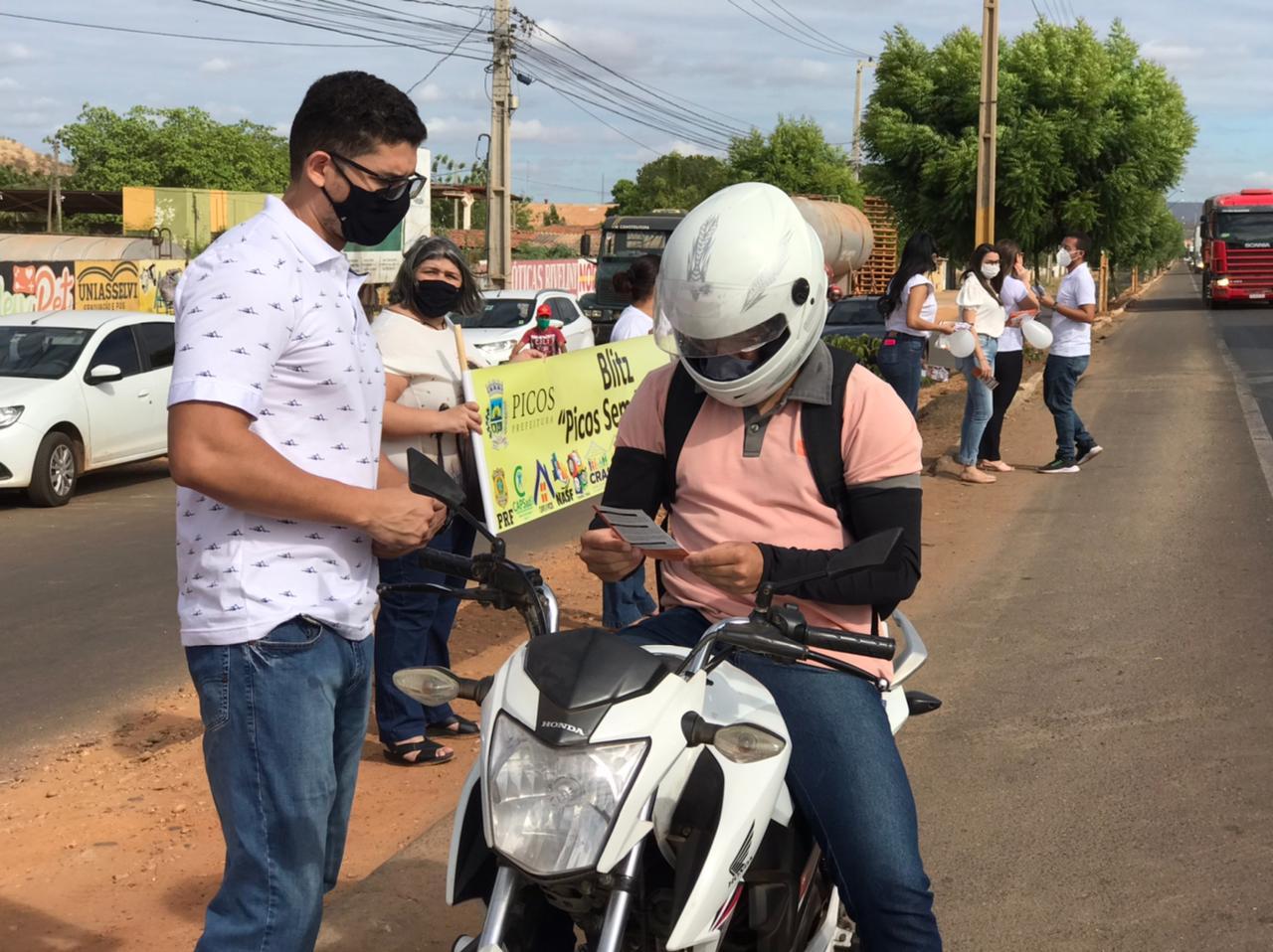 Prefeitura de Picos realiza blitz educativa durante a semana Internacional de Combate às Drogas