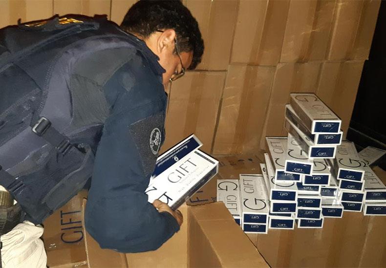 PRF apreende 115 mil maços de cigarros do Paraguai que iriam para comércios em Teresina