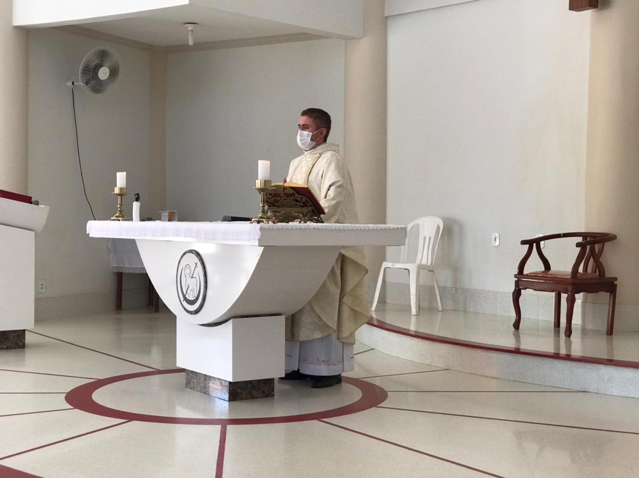 Padre Francisco de Assis é diagnosticado com Covid-19
