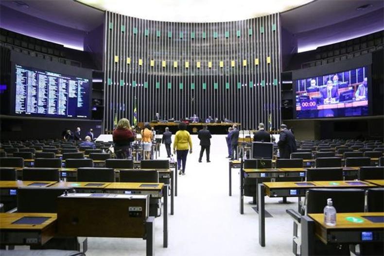 Sete dos dez deputados do Piauí votam a favor da privatização dos Correios