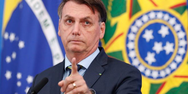 Bolsonaro sanciona Lei Aldir Blanc para setor cultural