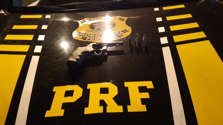 PRF prende homem portando arma de fogo e munições em Picos