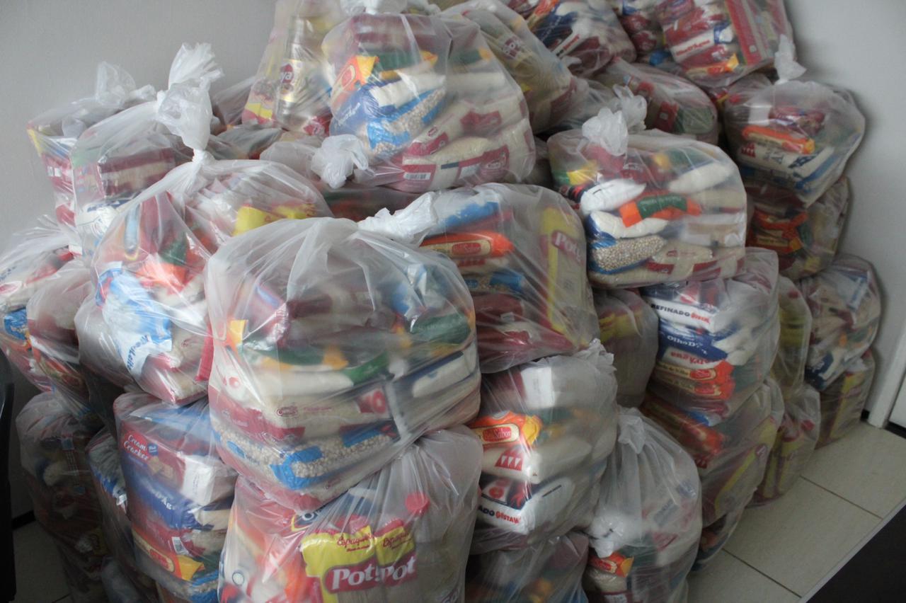 Câmara de Picos realiza entrega de cestas básicas para artistas locais