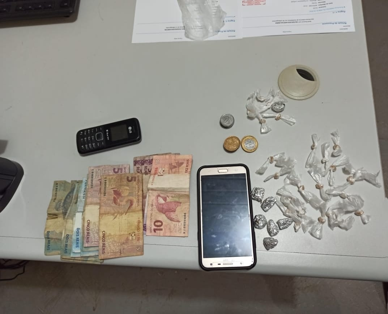 PM de Picos: dois suspeitos de tráfico de drogas são presos no bairro Paroquial