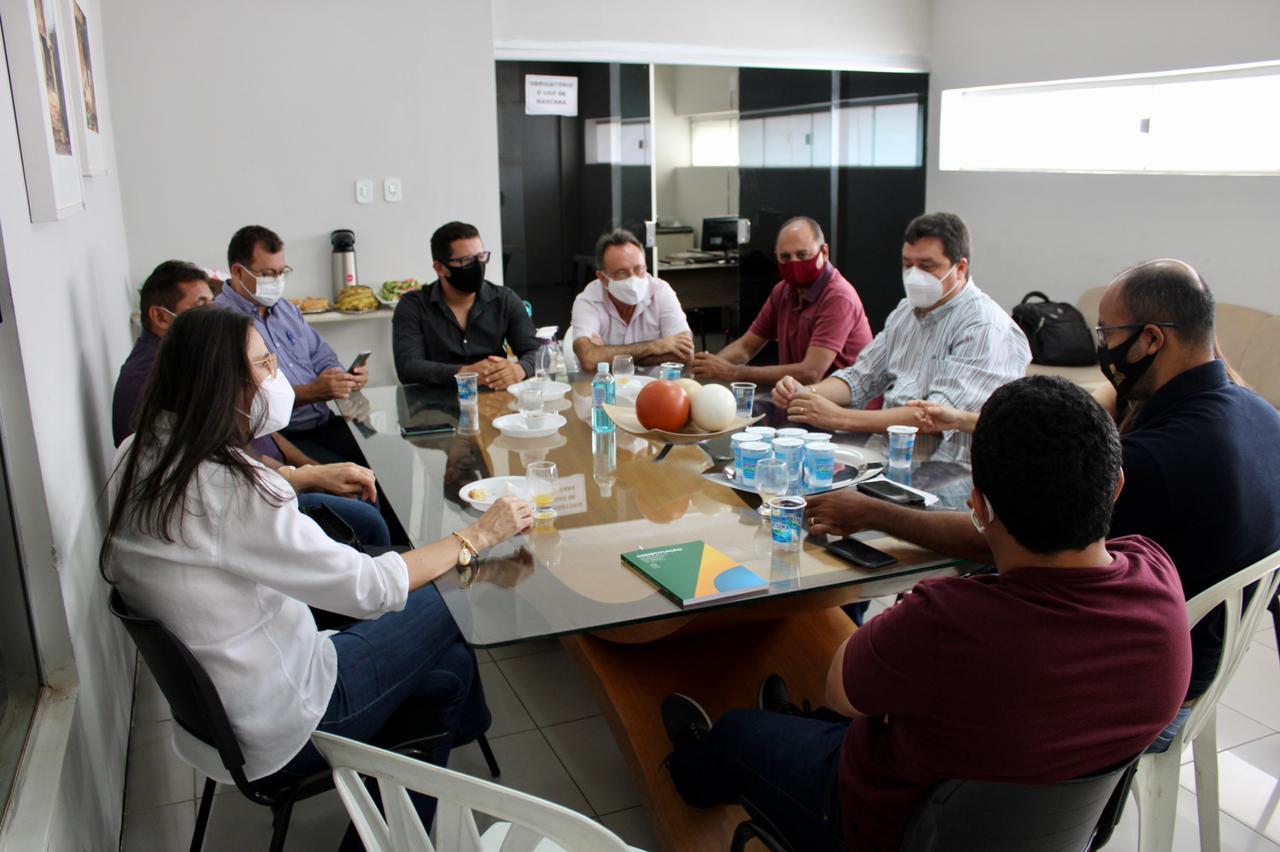 Câmara de Vereadores sedia encontro de lideranças do PTB de Picos