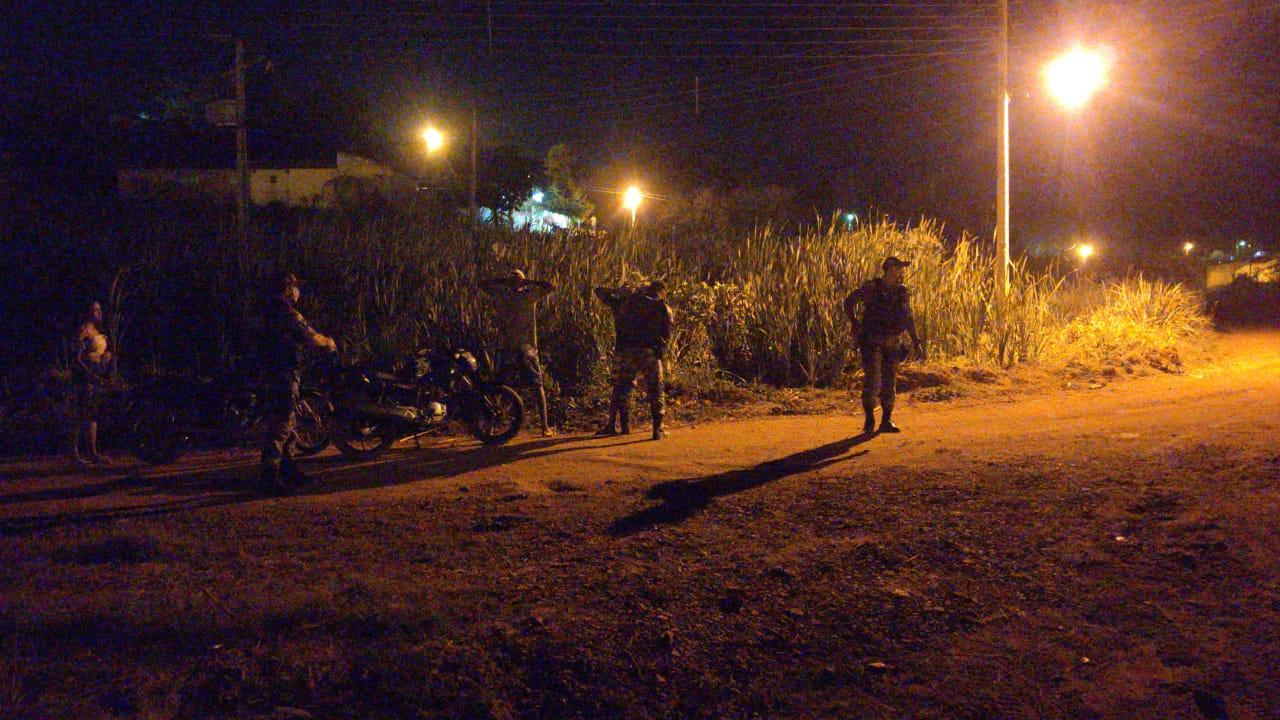 Dupla suspeita de praticar roubos no Centro de Picos é presa pela Polícia Militar