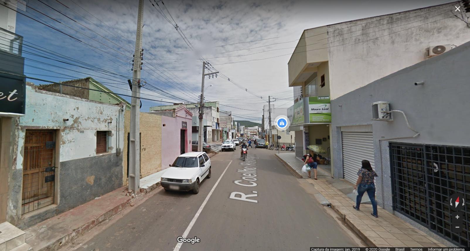 Mulher teve celular roubado dentro de salão de beleza em Picos