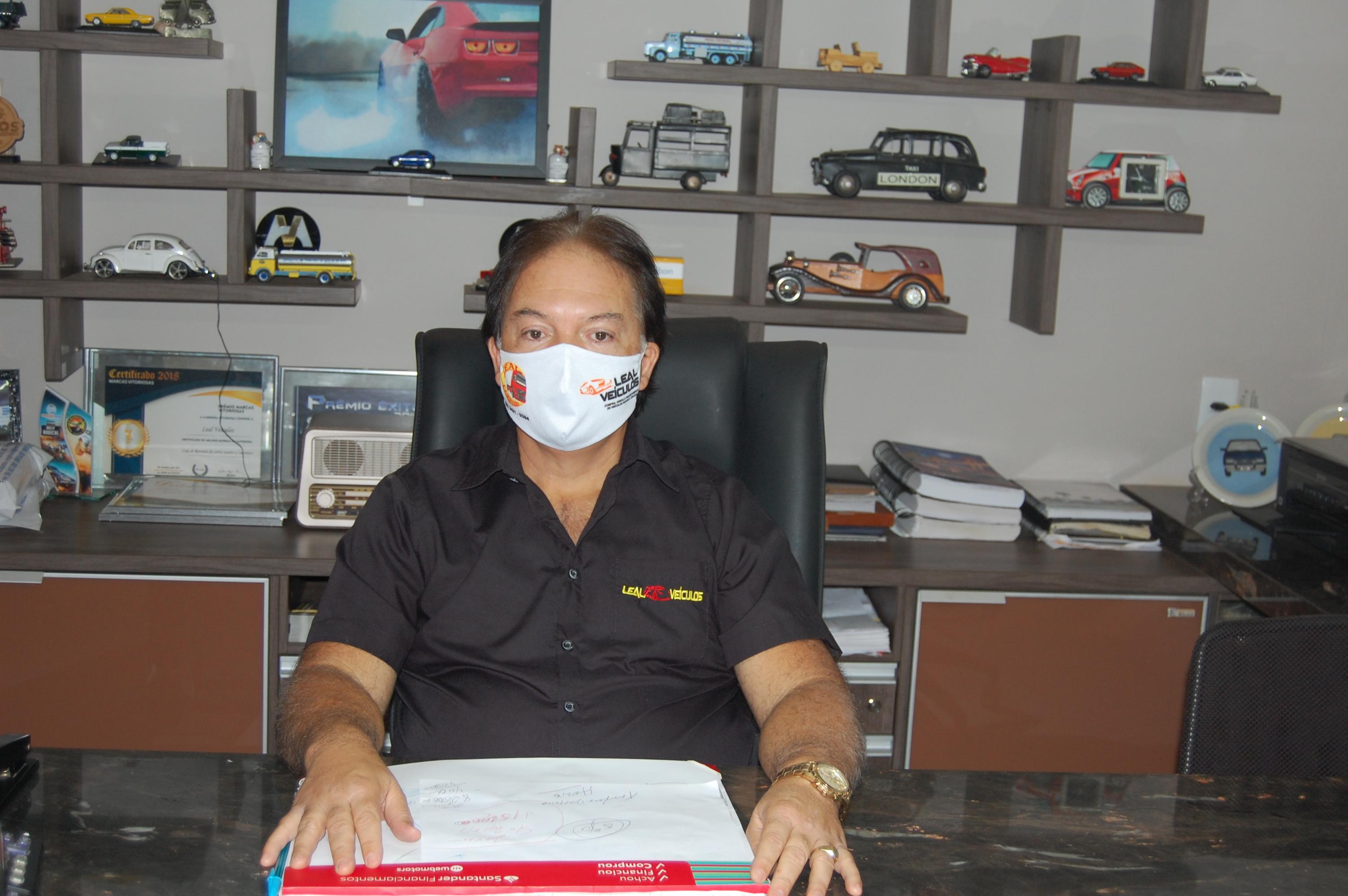 Em meio à crise, empresário Antônio Moura Leal se reinventa para vender carros novos e seminovos