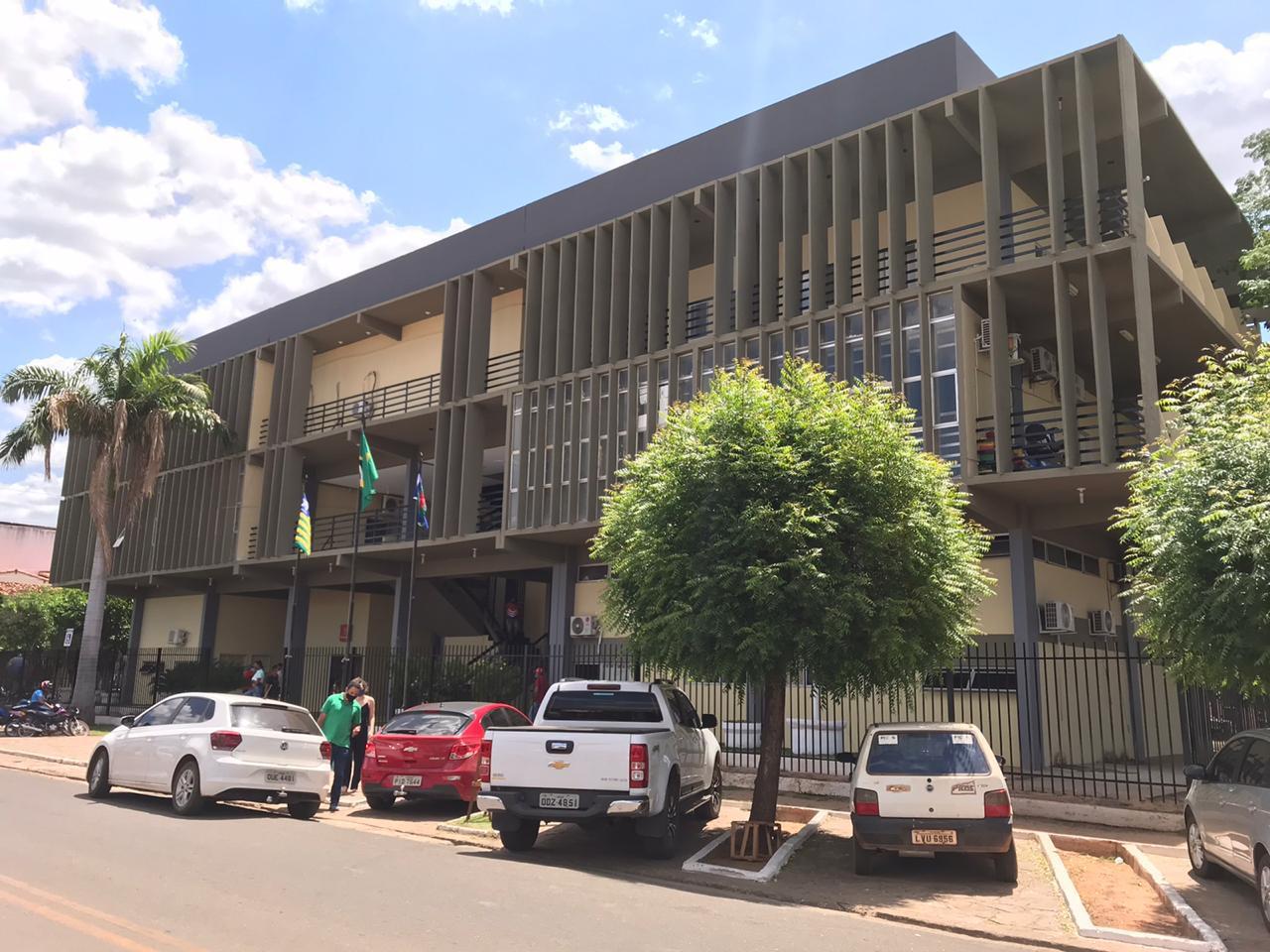 Prefeitura de Picos vai vetar projeto de lei que define categorias como prioritárias na vacinação contra covid-19 no município
