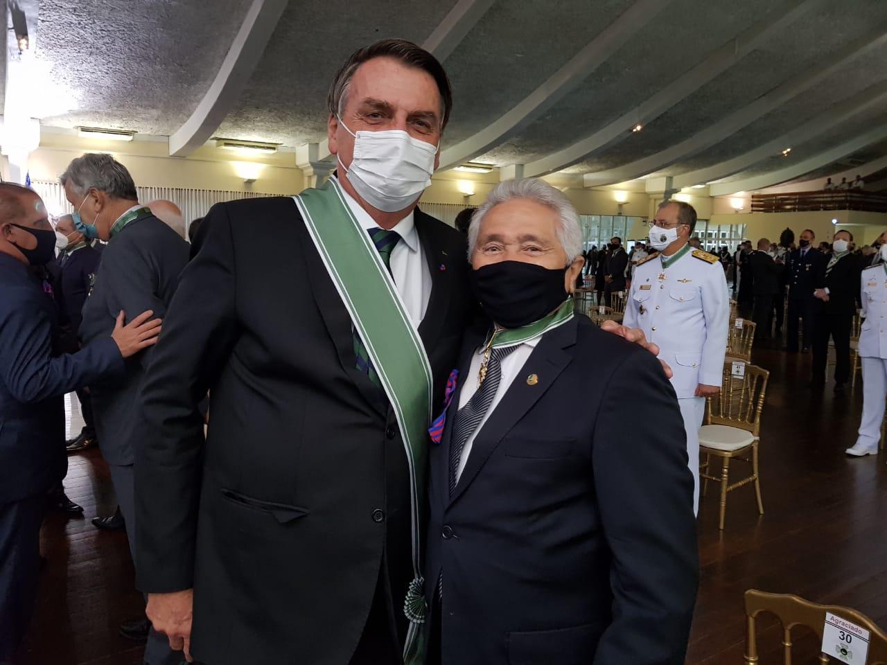 Elmano Férrer é homenageado com ordem do mérito do militar em solenidade com presidente Bolsonaro