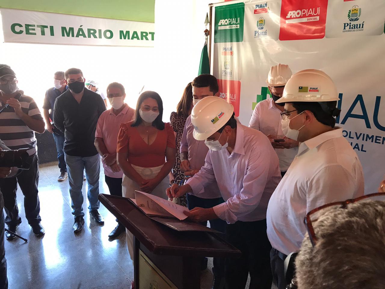 Governador Wellington Dias visita obras e assina ordens de serviço em Picos