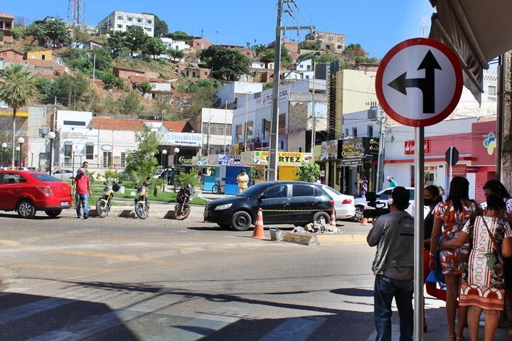 Prefeitura de Picos libera retorno na Avenida Getúlio Vargas próximo a Farmácia Iná