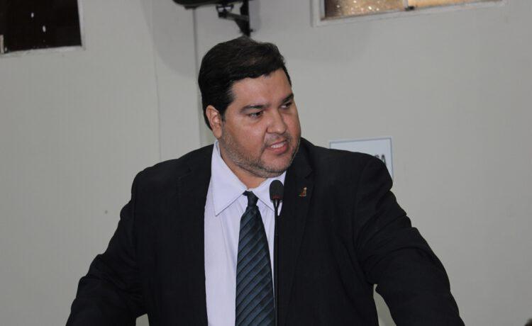 Vereador Rinaldinho pede licença da Câmara de Picos pelo período de 121 dias