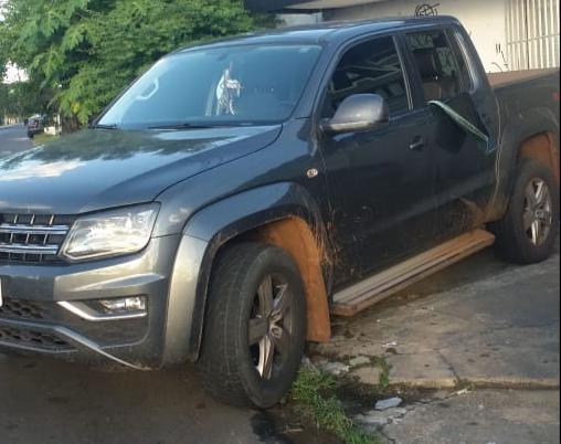 Suspeitos arrombam carro e roubam objetos de empresário