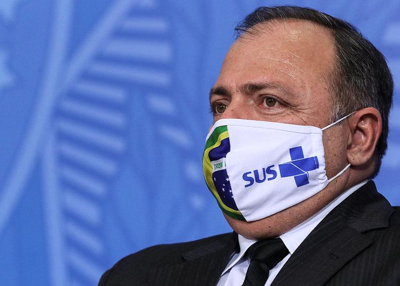 Em tratamento contra a Covid, ministro da Saúde é internado em Brasília