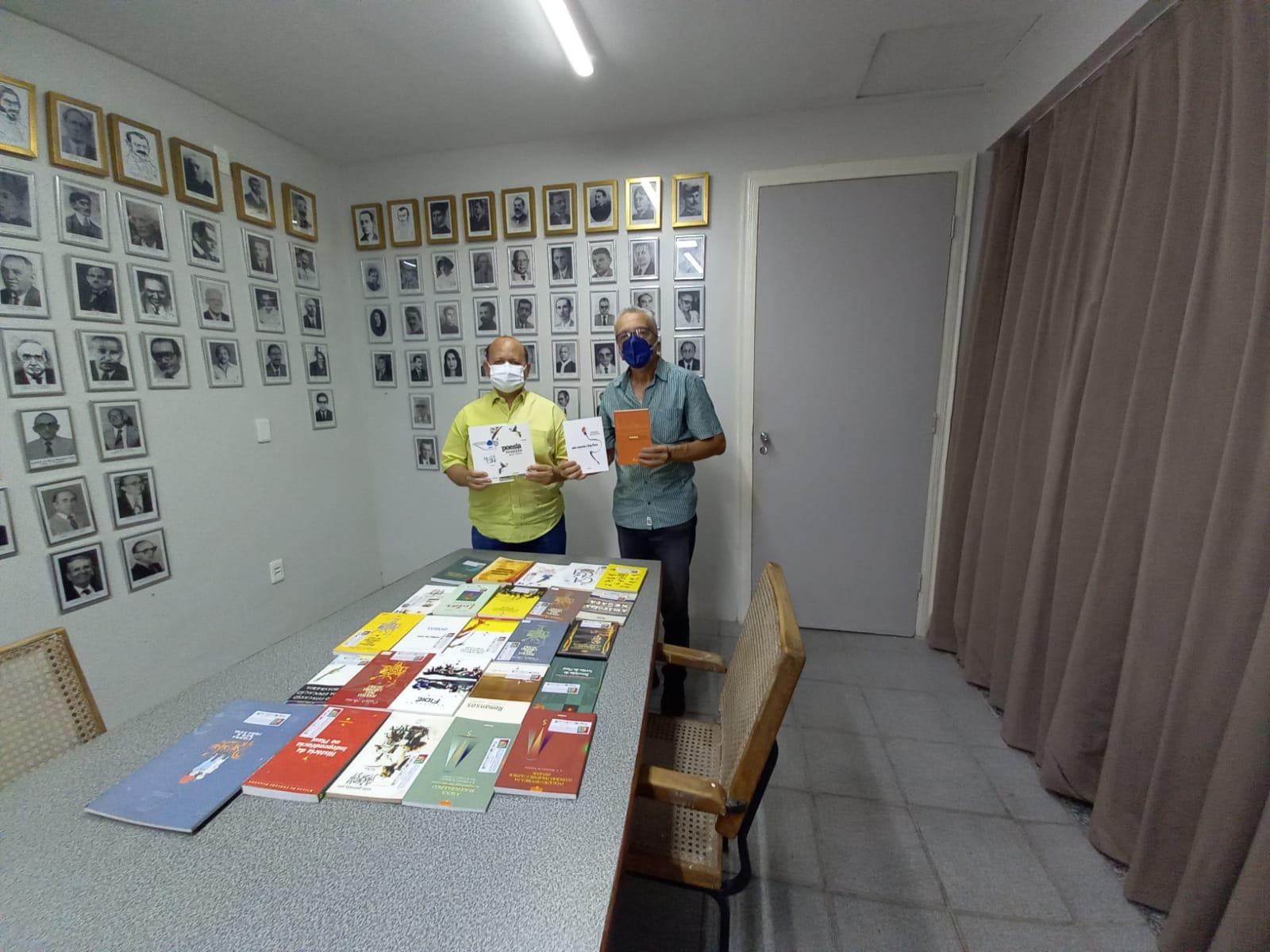Academia Piauiense de Letras recebe livros da Fundapi