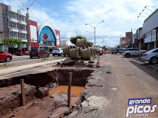 Conclusão das obras de drenagem nas laterais da BR-316 em Picos está prevista para fevereiro