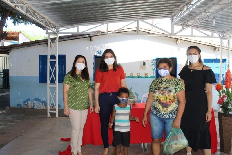 Prefeitura de Picos realiza entrega de kits alimentares aos alunos das escolas municipais