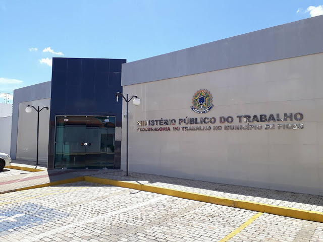 Acordo para convocar concursados em 2021 é celebrado pela Prefeitura de Picos, MPT e SINDSERM