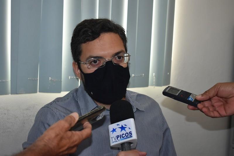 'Estamos sentindo uma certa dificuldade na distribuição das doses de vacinas pelo governo do Estado', diz secretário de Saúde de Picos