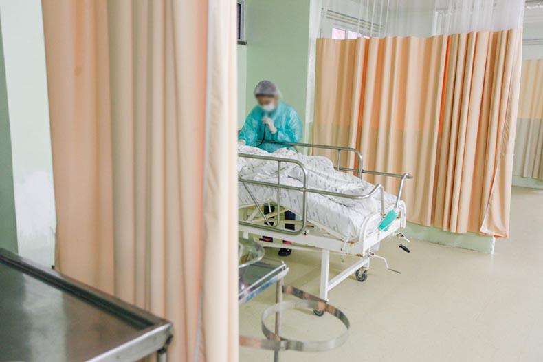 Médico faz alerta após paciente com Covid não conseguir vaga de internação