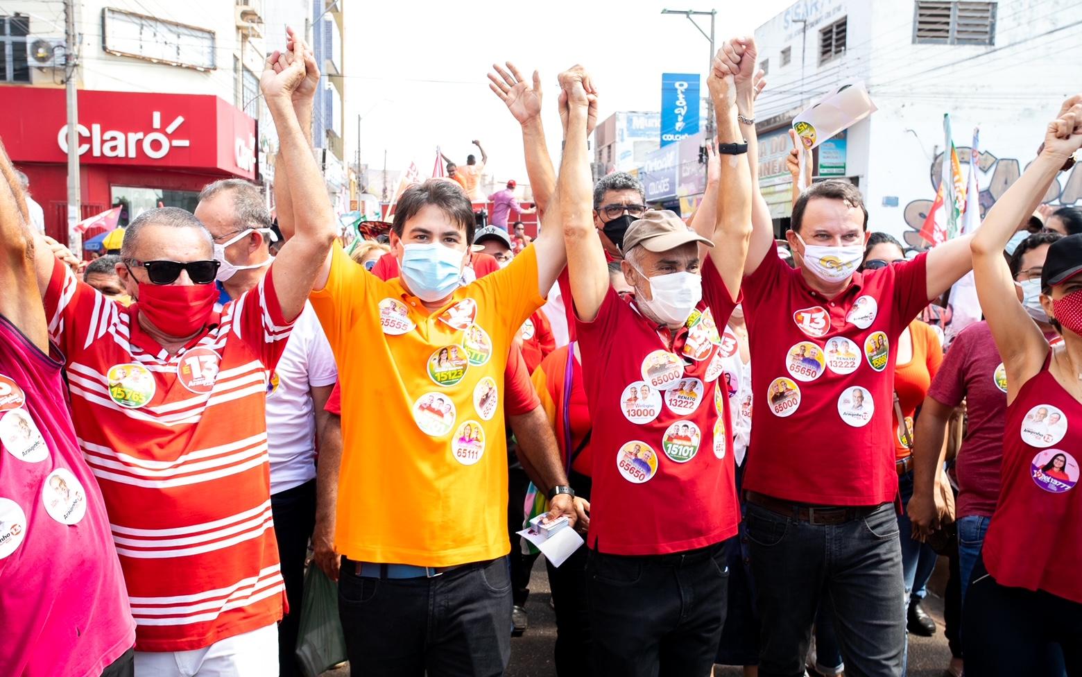 Em grande caminhada, candidato Araujinho recebeu o apoio e o carinho dos populares picoenses