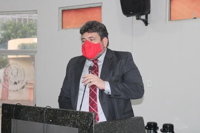 Em Picos, vereador usa parte de discurso na sessão da Câmara para criticar o senador Ciro Nogueira