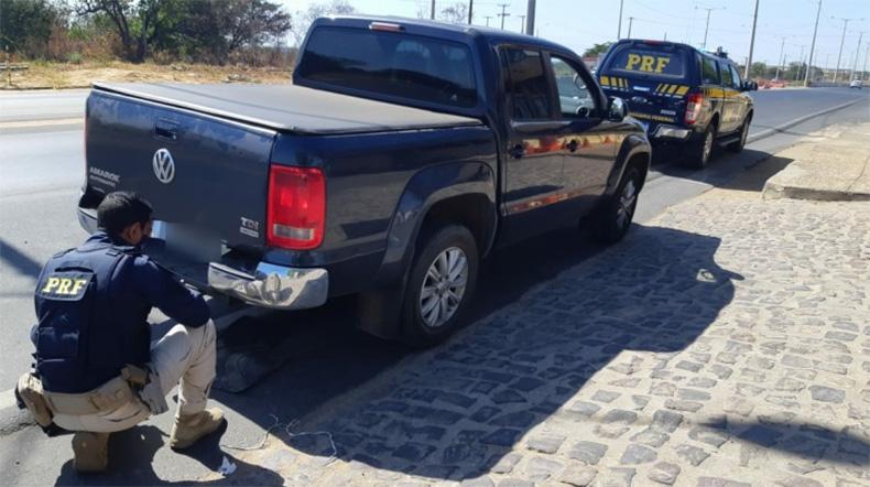 PRF prende motorista com R$ 50 mil em fundo falso do carro