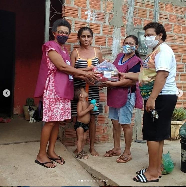 Em Picos, Paróquia de São Francisco de Assis realiza entrega de cestas básicas da Campanha Solidária Emergencial 'É Tempo de Cuidar'