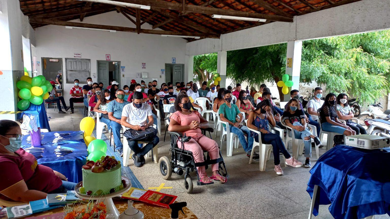 """Presidente da APL abre """"Café Literário"""" em escola"""