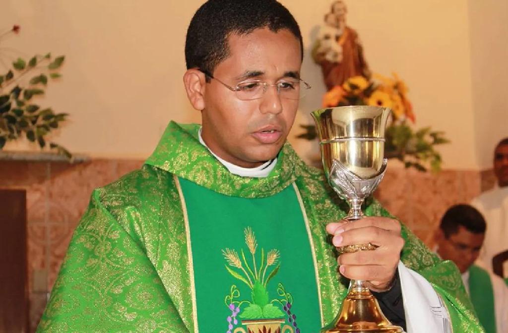 Padre é afastado após descoberta de namoro com jovem da sua paróquia em Campo Maior