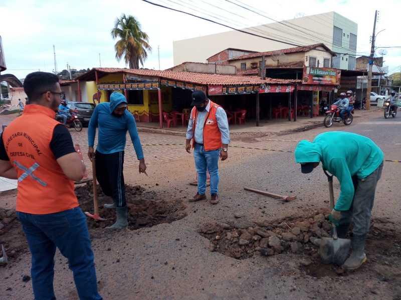 Defesa Civil realiza trabalho de manutenção das ruas de Picos