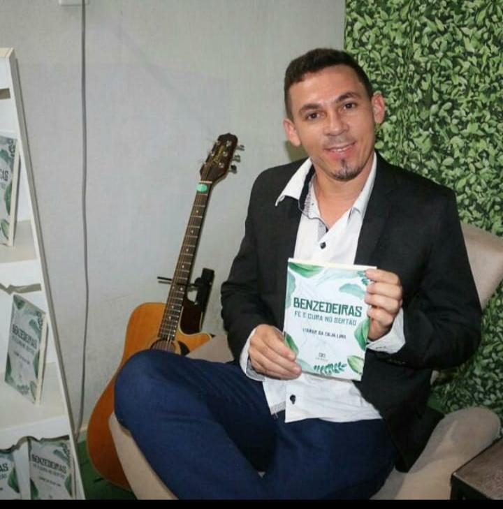 Professor Itamar da Silva lança livro sobre 'Benzedeiras Fé e Cura no Sertão'