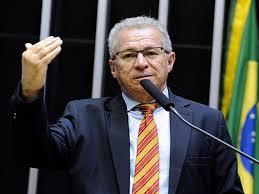 Deputado Assis Carvalho morre de infarto em Oeiras