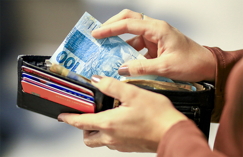 Renda domiciliar per capita fica em R$ 1.380 em 2020, revela IBGE