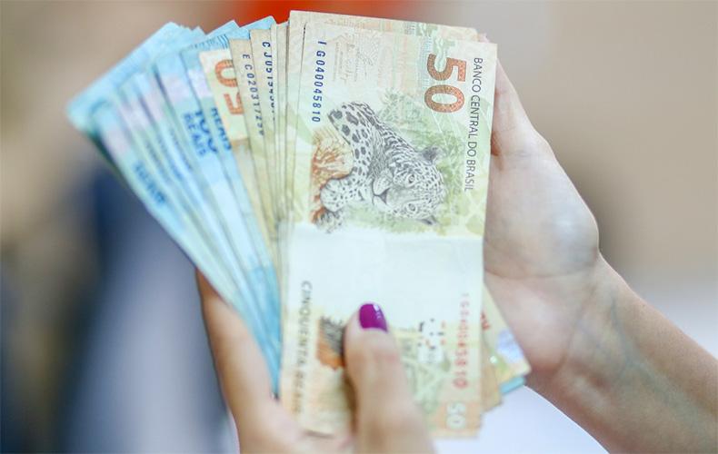 Contribuinte com rendimento acima de R$ 22.847,76 terá de devolver auxílio
