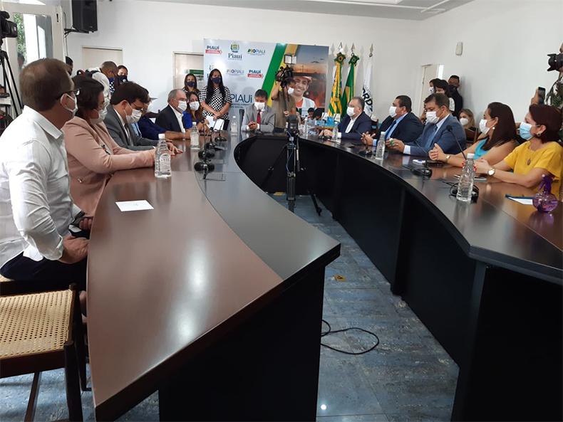 Piauí terá 1.103 postos de vacinação contra a Covid e cidades-polo; veja fases