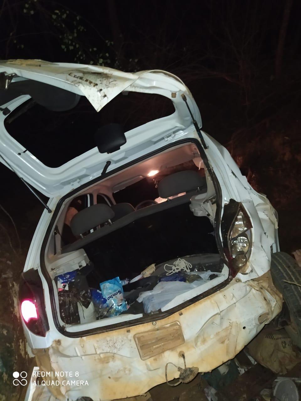 Assaltantes sofrem acidente com carro roubado durante fuga em Picos