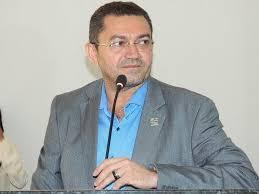 Prefeito de Picos quer dar calote nos servidores municipais de mais de 10 milhões