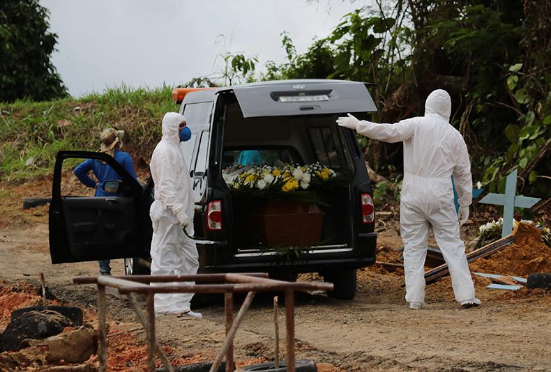 Brasil tem média de 2.407 mortes diárias por covid-19