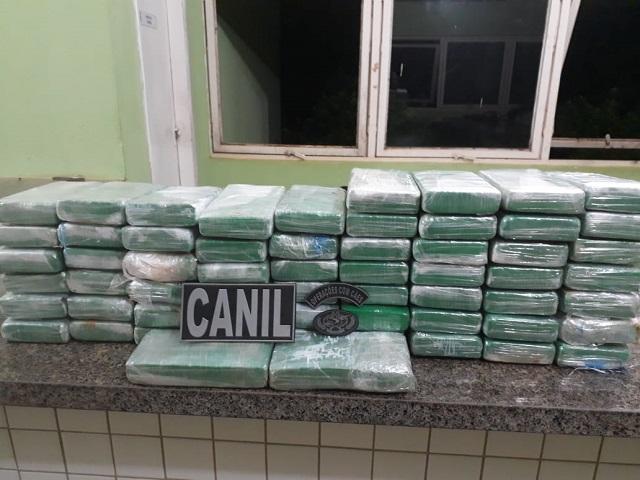 PRF em conjunto com 4º BPM durante operação vale do guaribas apreende 60 kg de cocaína