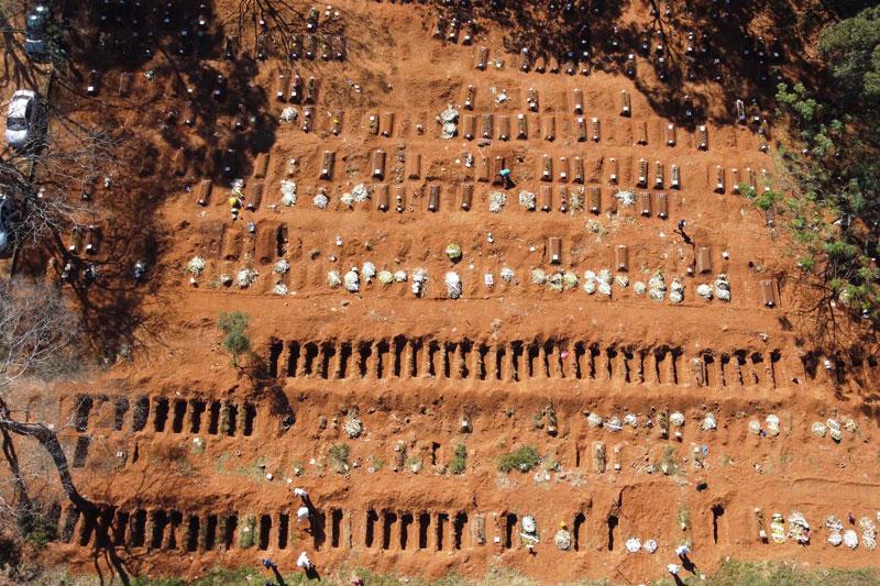 Brasil bate recorde de novas mortes e total de óbitos passa de 30 mil