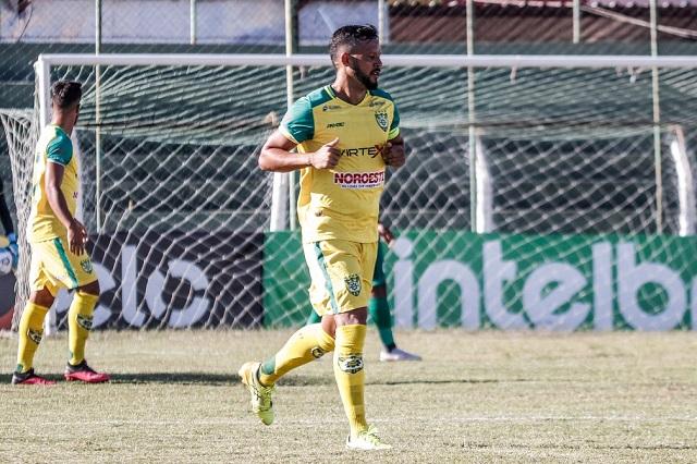 Com 57 gols no Piauiense, Raphael Freitas entra no Top 10 dos maiores artilheiros do estadual