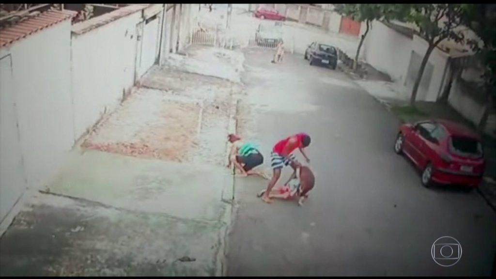 Jovem luta com pitbull e salva menino de 5 anos